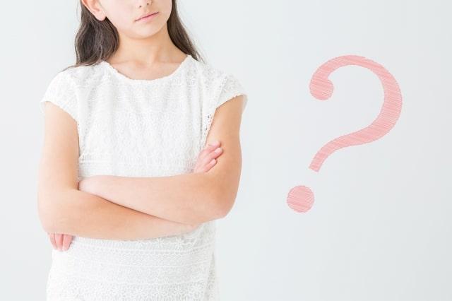 疑問を抱える女の子