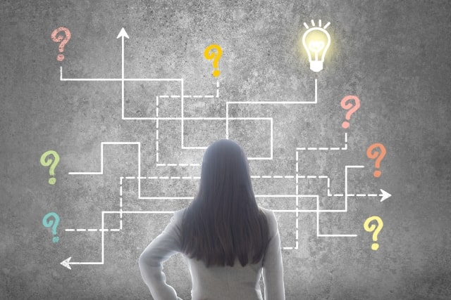 アイデアを発掘する女性のイメージ